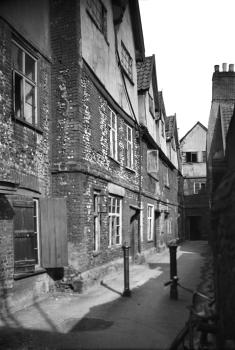A image of the Thoroughfare Yard slum.